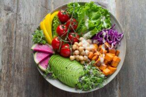 Frischer Salat - unsplash - anna pelzer