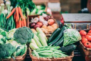 Gemüse auf Markt - unsplash - inigo de la maza
